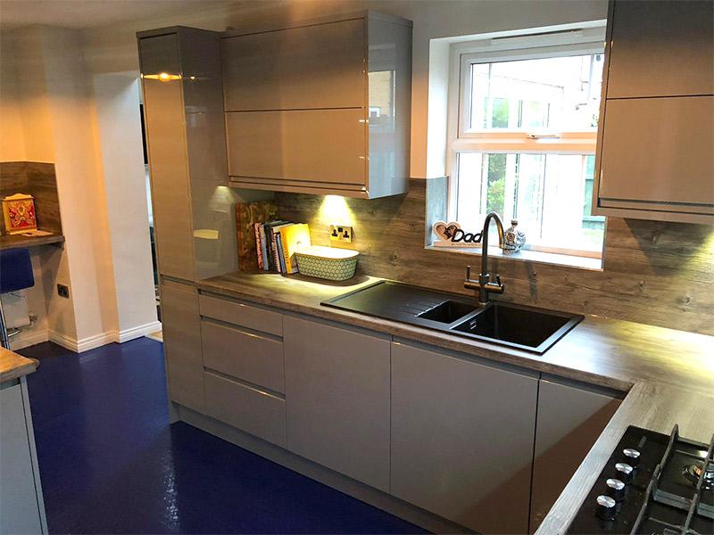 cooksleep, kitchen design, kitchen transformation, lincolnshire kitchens, glossy units, wood effect worktops