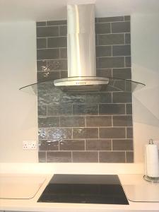 cook sleep, kitchen stori, kitchen renovation, kitchen transformation, new kitchen, extractor fan, tiled splashback